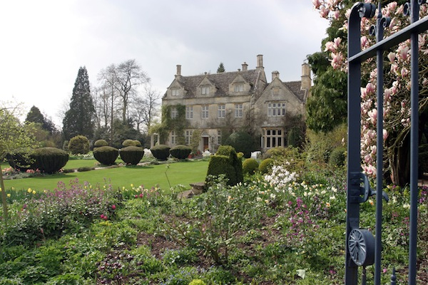 Barnsley House, a haven for lovers of comfort & romance with gorgeous gardens & a spa                               © Elly Reid