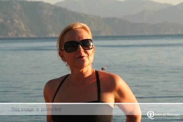 Marja Putkisto explaining a move on the beach in Turkey