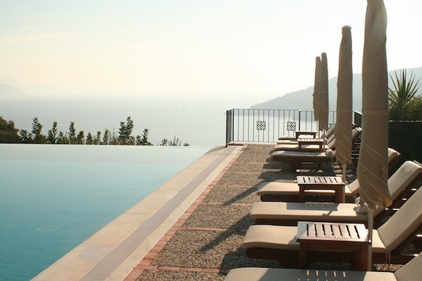 The infinity pool at The Dionysus Estate, home to Method Putkisto holidays each May and October
