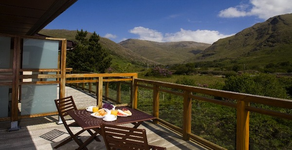 The view from a balcony at breakfast at Delphi Mountain Lodge