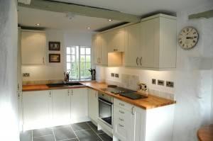 Raw Retreat Cornwall kitchen
