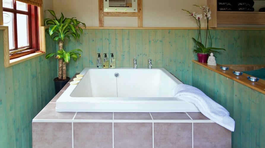 Jacuzzi Piccadilly.Wellness Retreats Uk Middle Piccadilly